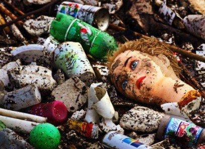 кукла и мусор